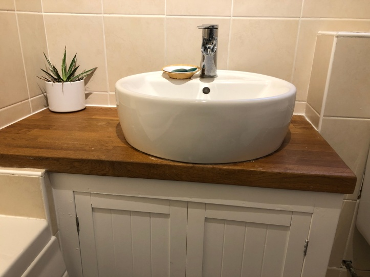 bathroom sink vanity unit